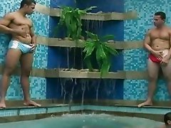 Check out damnly hot hunk swiming in the pool