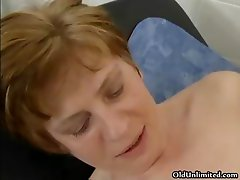 Horny mature woman gets her wet pussy part1