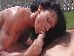 Valentina sucks huge cock outdoors for facial