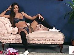 Kinky hidden cam unwrap and taunt in Jerk Off Instructions - PornGem
