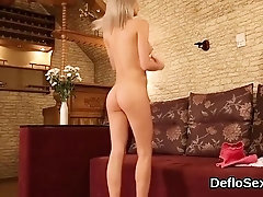 Exciting girl fingers wet muff until she is cumming13vwP