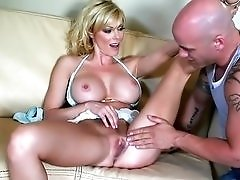 MIlf babe Holly Sampson fucked from behind