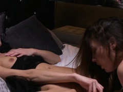 Tribbing lesbians cumming together
