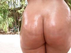 Bubble butt Ava Alvares banged outdoors