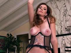 jamie lynn a big titty pornstar masturbates solo model