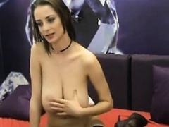 Slim brunette Reveals her bigtis