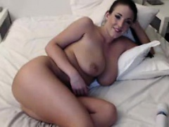 Thick Webcam Girl Orgasms