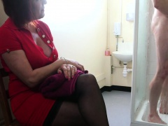 Mature CFNM amateur blowing and tugging dick