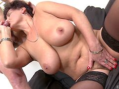 Big ass mature receives a proper dick to handle her cunt