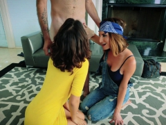 Sharing Sweety Coochie With Sultry Stepmother