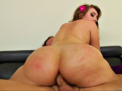 round butt bitch harley jade gets her flexible anus reamed