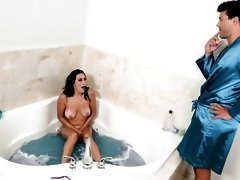 Beauty with nice massive tits Ashley Adams nailed in the bathtub